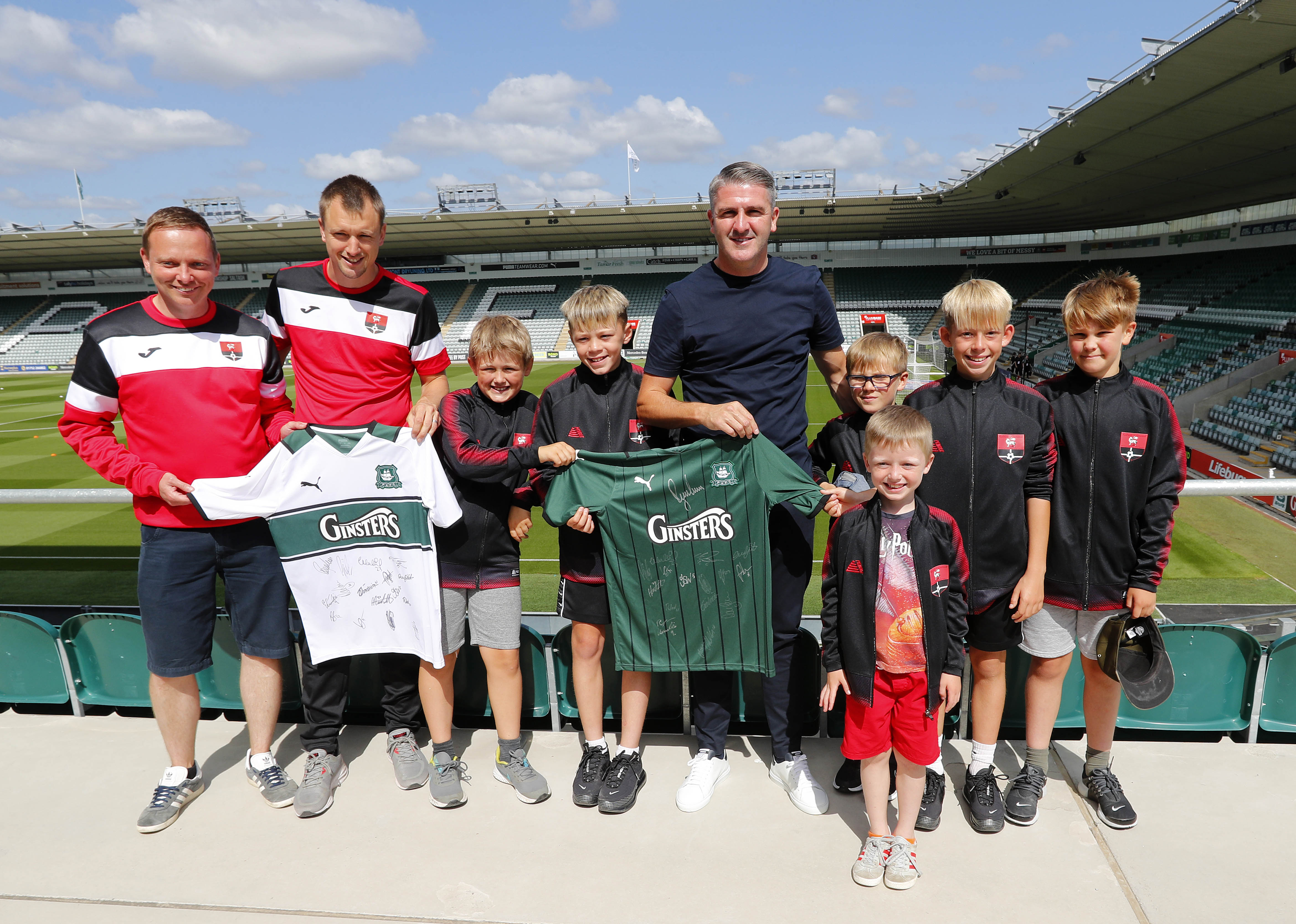Ryan Lowe meets Redruth youngsters